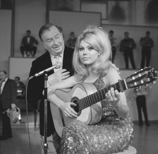 Did any of you know that Charo was such a master flamenco guitarist? I didn't until now!